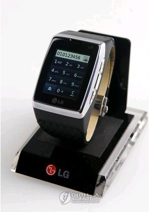 LG電子の腕時計型携帯電話、来月...